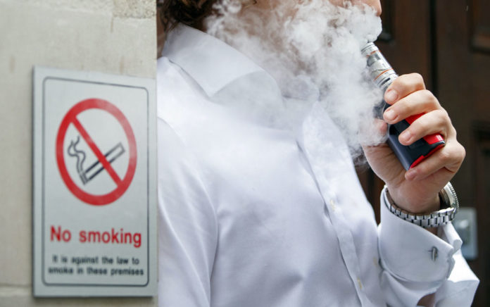 Troca de cigarro tradicional por cigarro eletrônico pode salvar milhões de vidas
